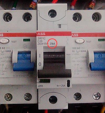 Автомат с с отключающей способностью 25 kA